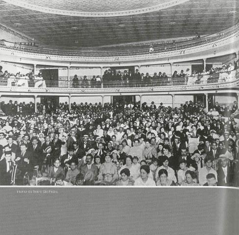 Interior do Teatro São Pedro no início do século vinte