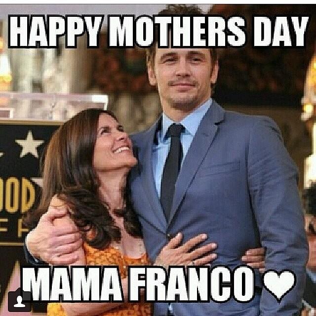 """Rei das selfies, James Franco estampou um """"feliz dia das mães"""" em seu post"""