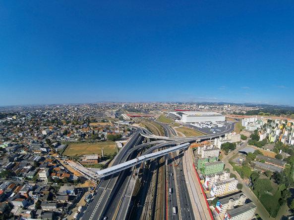 Vista aérea da chega ao bairro pela Radial Leste