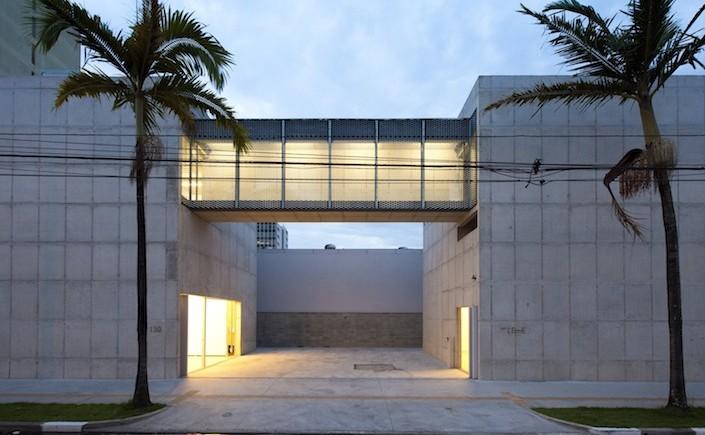 Galeria Leme: visita já vale pelo interessante prédio de concreto