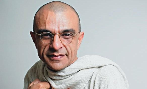 O ator João Signorelli revive Mahatma Gandhi
