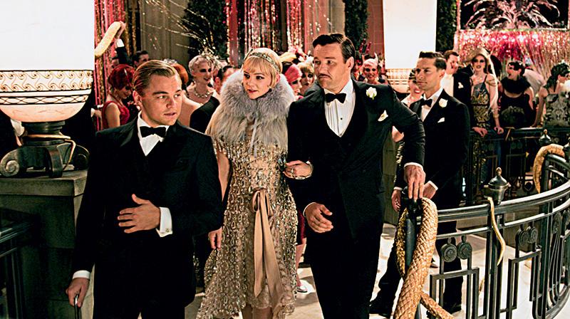 Jay Gatsby (Leonardo DiCaprio) revela um segredo ao vizinho (Tobey Maguire): está apaixonado pela prima dele (Carey Mulligan), que é casada