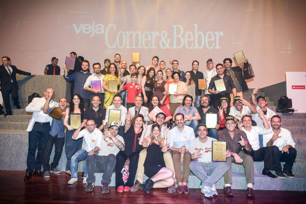 """Os eleitos de """"Veja Comer Beber"""" 2015 reunidos no fim da premiação (Foto: Gustavo Scatena/Veja São Paulo )"""