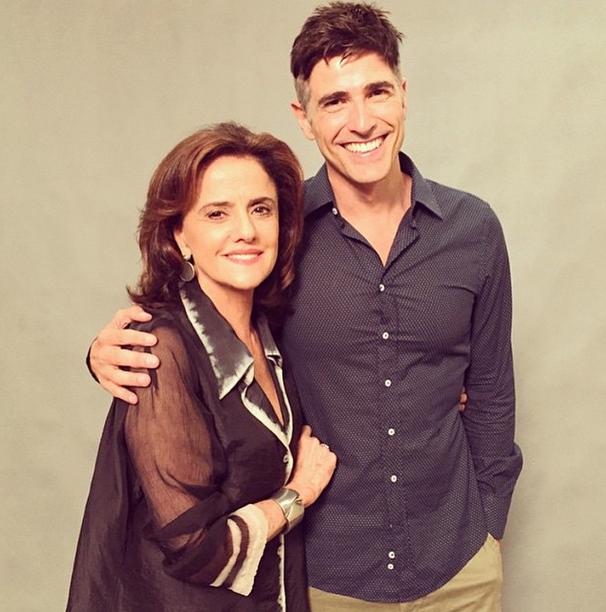 Marieta Severo e o ator: casal protagonizará cenas quentes na novela (Foto: Reprodução/Instagram)