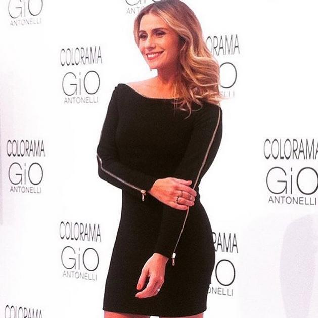 A atriz durante o lançamento de sua coleção de esmaltes em São Paulo (Foto: Reprodução/Instagram)