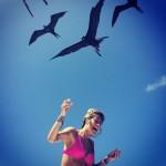 E por falar em Giovanna Ewbank, veja o que aconteceu quando ela decidiu alimentar os pássaros em Fernando de Noronha (Reprodução/Instagram)