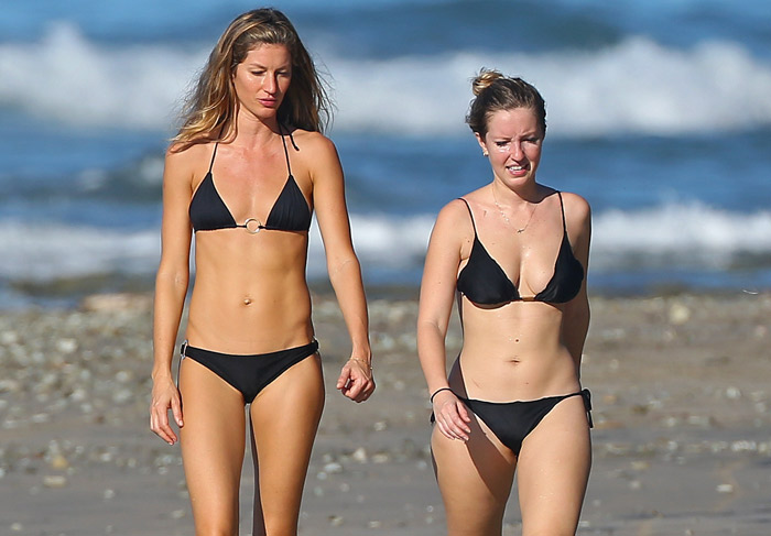 Gisele e Rafaela Bündchen curtem praia em Costa Rica (Foto: Reprodução)