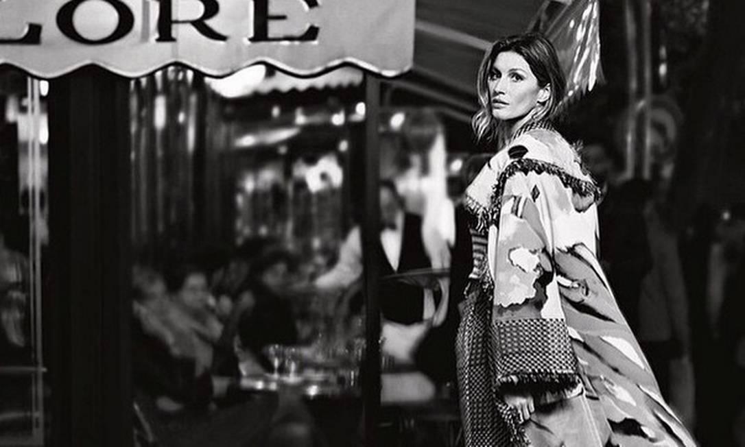 Um dos assuntos mais comentados e aguardados no mundo fashion em 2014 foi a parceria entre a Chanel e a Gisele Bündchen. E antes mesmo de o ano acabar, a maison francesa colocou fim no mistério e divulgou as fotos da campanha de primavera/verão 2015 com a top Divulgação