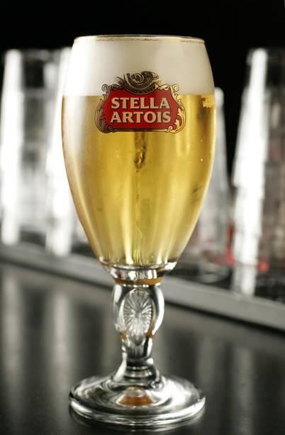 A clientela costuma matar a sede com chope Stella Artois