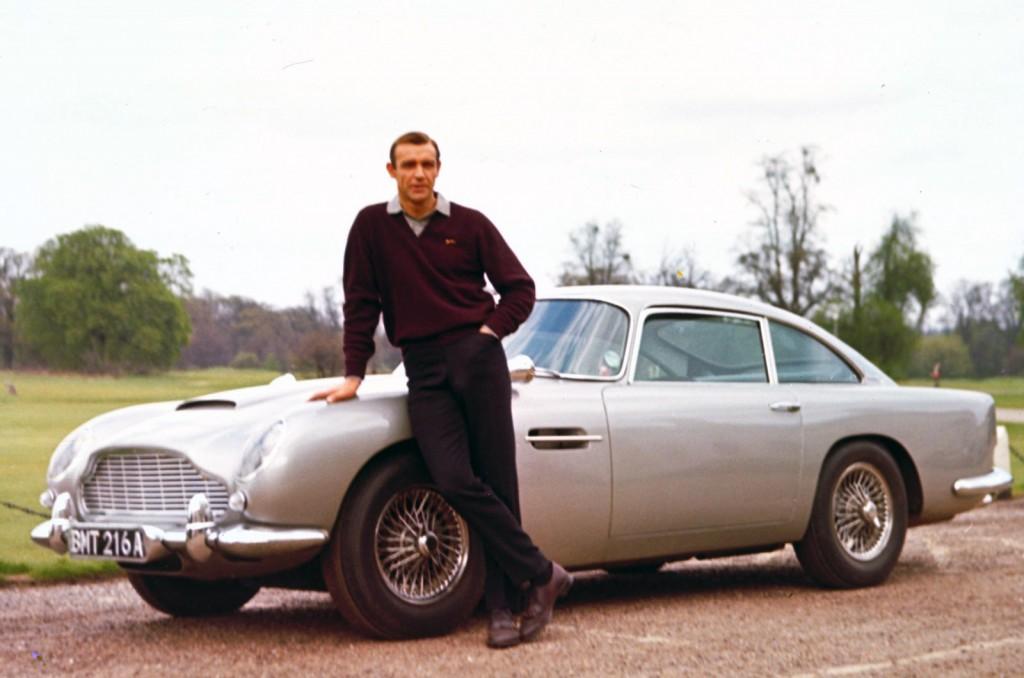 007 contra Goldfinger (1964) – O célebre Aston Martin pilotado pelo James Bond de Sean Connery