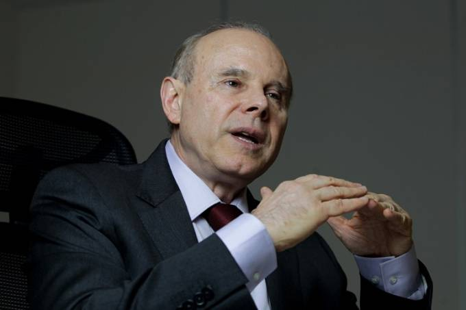 Ex-ministro Mantega: hostilizado pela segunda vez, a mais recente no Aguzzo Cucina e Vino (Foto: Cristiano Mariz)
