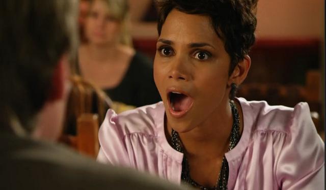 Halle Berry foi duplamente indicada a pior atriz por Para Maiores e Chamada de Emergência