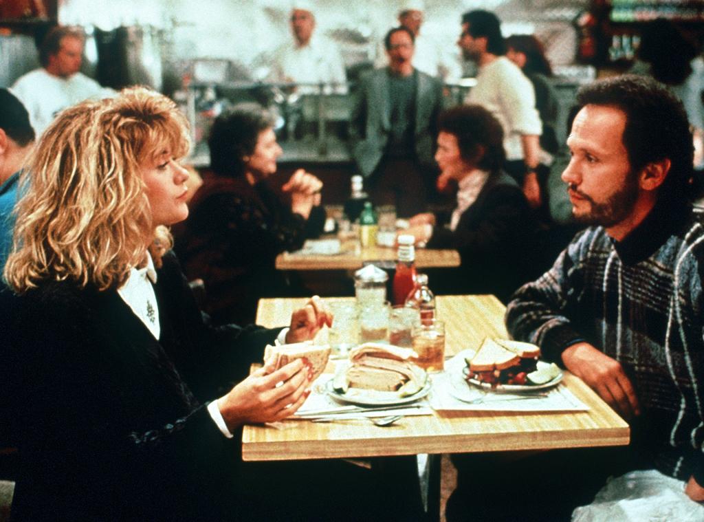 Meg Ryan e Billy Crystal em cena de Harry & Sally, de 1985