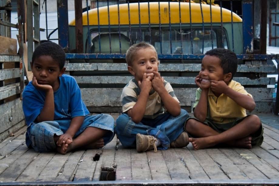 Claudinês Alvarenga é pai de 27 filhos: sua família e sua rotina de trabalho estão em Efeito Reciclagem