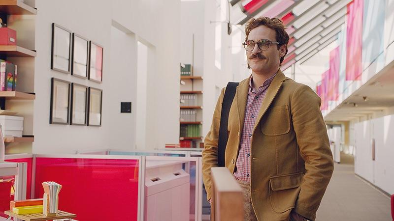Ela: Joaquin Phoenix na pele de Theodore, feliz com a voz da namorada