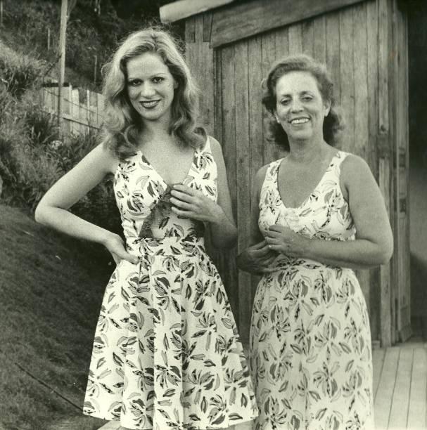 A filha Hildegard e com a mãe Zuzu na década de 70