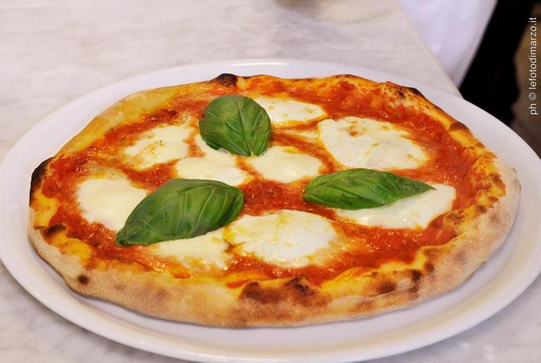 Com fazer a verdadeira pizza napolitana: teoria e prática (Foto: ©lefotodimarzo)