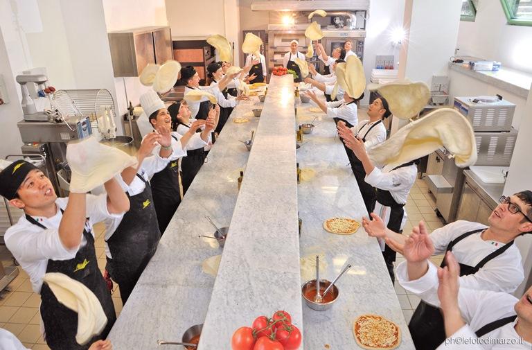 Aulas no ICIF italiano: todo mundo põe a mão na massa