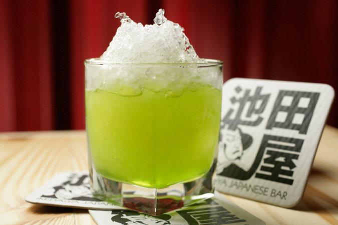 Midori drink: mix de licor de melão, suco de abacaxi e gelo raspado. (Foto: Fernando Moraes)