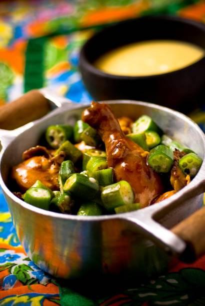 Filé-mignon salteado acompanhado de fritas e arroz