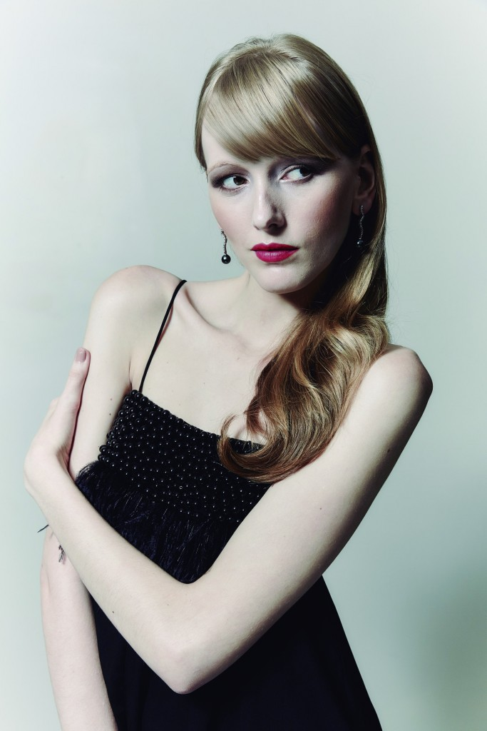 A modelo Evelin Oliveira, L'equipe Agence