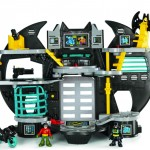 Nova Batcaverna: custa R$ 297,00 nas lojas PDBKIDS e Ri Happy
