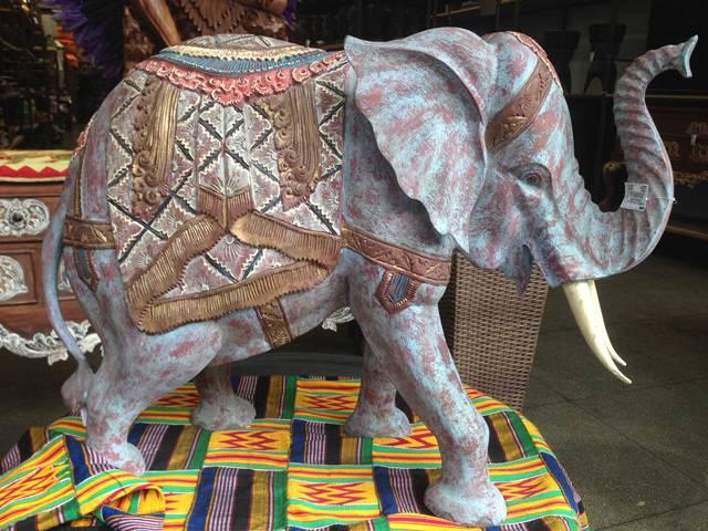 Elefante da Indonésia venda na 25 de março