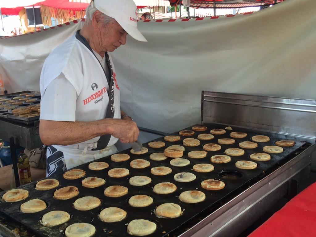 Imagawayaki: bolinhos são preparados na hora (foto: Fábio Galib)