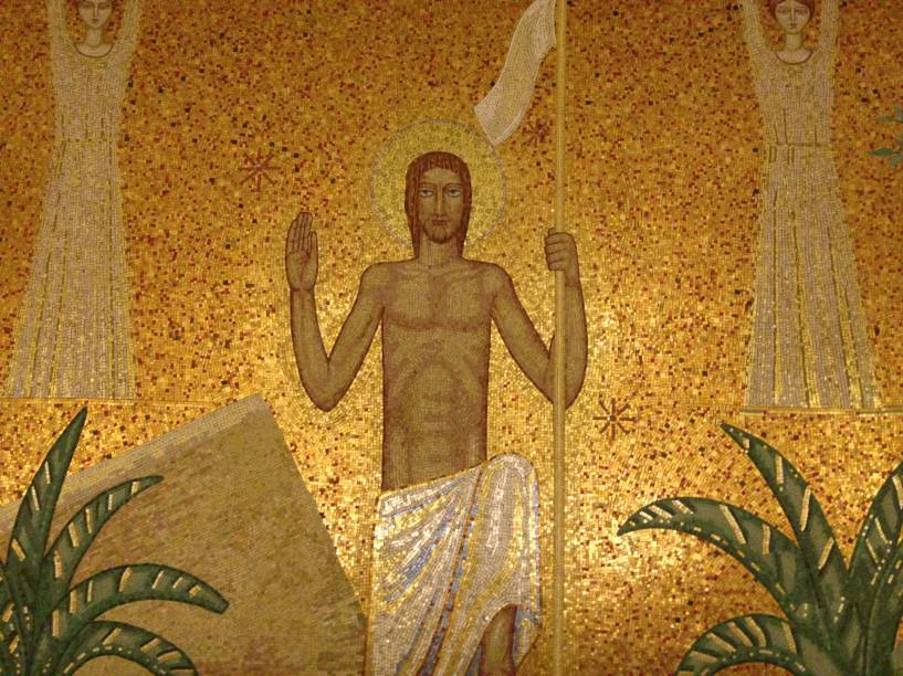 Painel feito pelo escultor ítalo-brasileiro Galileo Ugo Emendabili