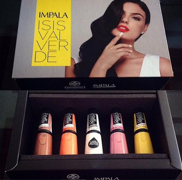 Ísis, que é apaixonada por esmaltes, postou fotos de sua nova coleção  (Foto: Reprodução/Instagram)