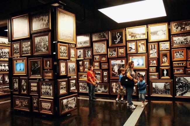 Interior do Museu do Futebol, sala das Origens, no Estádio do Pacaembu