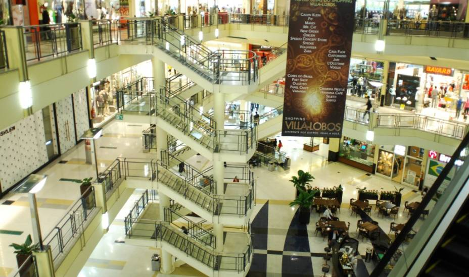 Interior do Shopping Villa Lobos