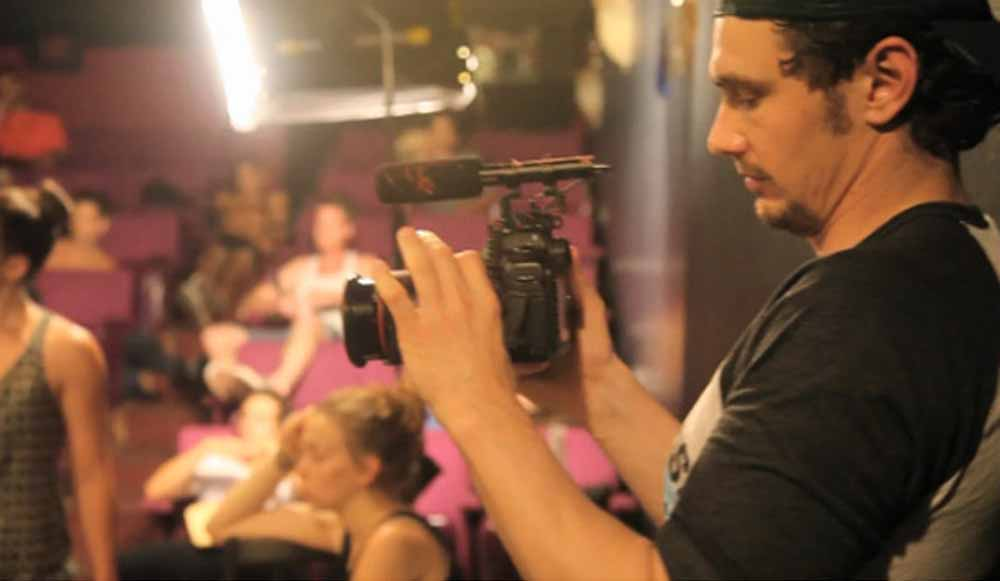 James Franco nas filmagens de Interior. Leather Bar.