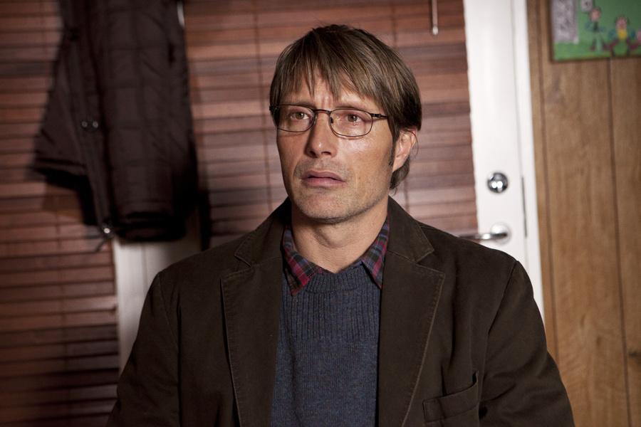 Mads Mikkelsen em A Caça: ator vive um professor acusado de pedofilia