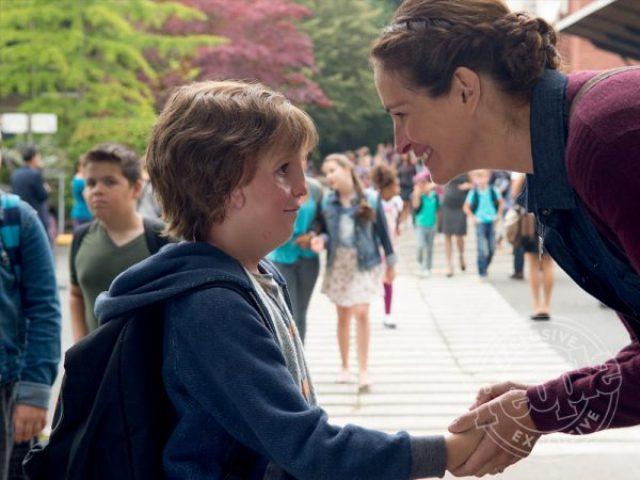 Jacob Tremblay com Julia Roberts em cena de 'Extraordinário'