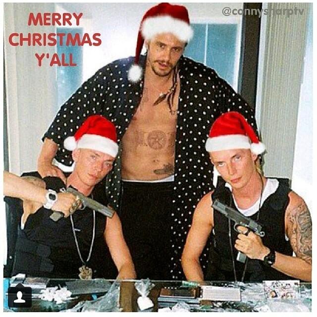 James Franco polemizando num cartão de Natal com armas