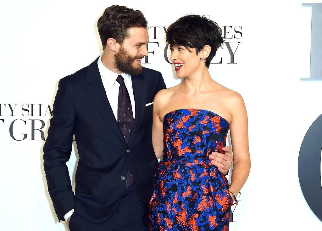 Jamie Dornan e a esposa, Amelia Warner, na pré-estreia de Cinquenta Tons de Cinza