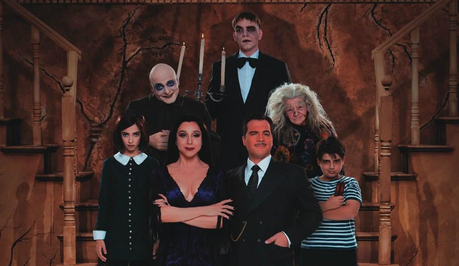 A Família Addams: musical com Daniel Boaventura e Marisa Orth