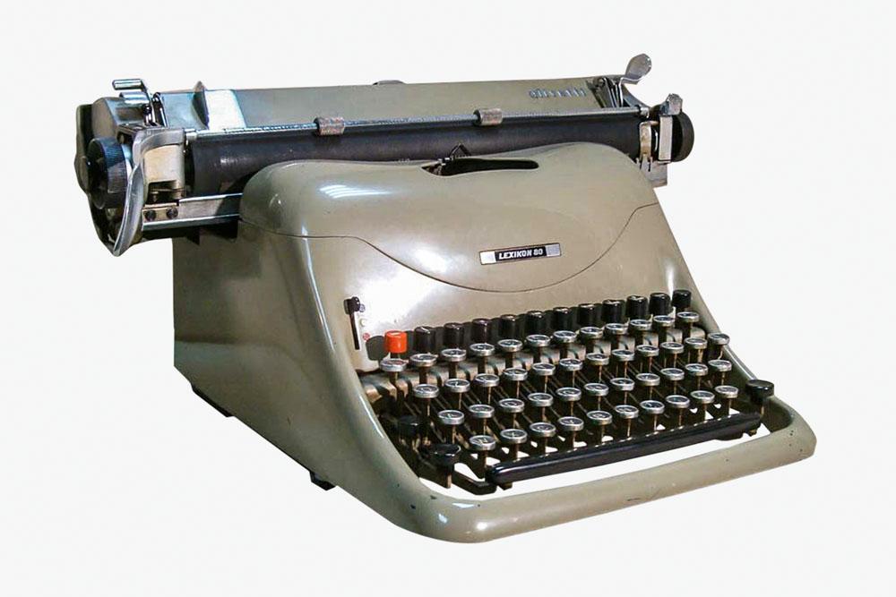 Máquina de escrever Olivetti Lexikon 80.