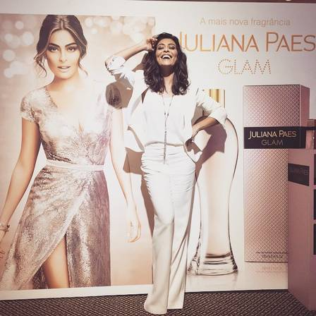 Juliana Paes em look branco total.