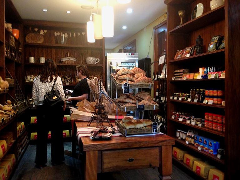 Reforma: mesmo com a varanda fechada, a loja continua a pleno vapor (Mariana Oliveira)