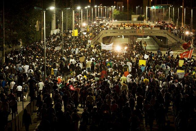 Junho - O Mês que Abalou o Brasil: Críticas AdoroCinema