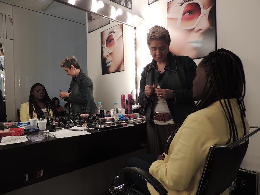 """Karin Hils no camarim do Teatro Renault: teste de maquiagem para """"Mudança de Hábito"""" (Fotos; Divulgação)"""