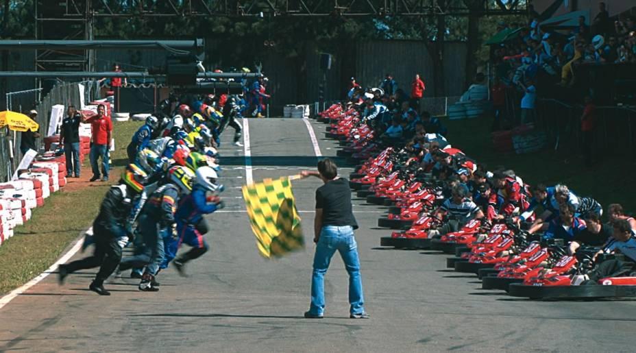 Granja Viana: os pilotos correm até seu kart antes da largada