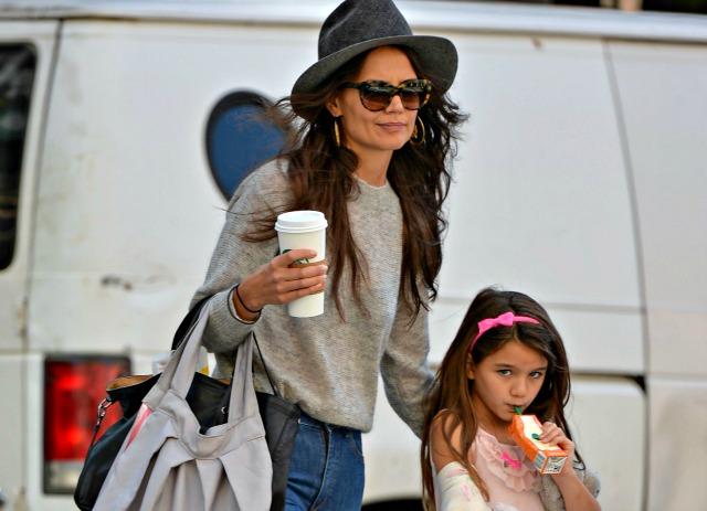 Filha de Tom Cruise, Suri ficou com a mamãe, Katie Holmes, após a separação do casal