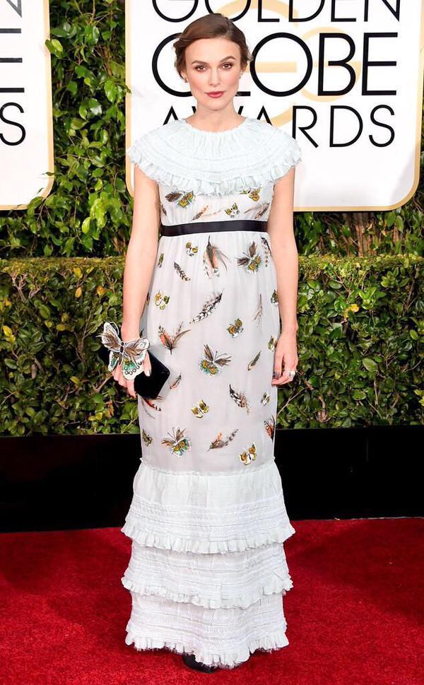 Keira veste Chanel, uma das atrizes que não agradou ao público com o vestido branco estampado (Foto: Reprodução/Fashionista)
