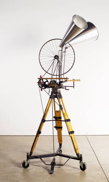 [Roda de bicicleta] 2012, técnica mista, 260 x 100 x 100 cm, William Kentridge