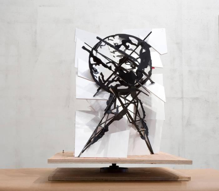 Maquete para Mundo nas pernas de trás, 2009, papelão pintado e construção de papel sobre base de madeira, 62 x 65 x 43 cm, William Kentridge