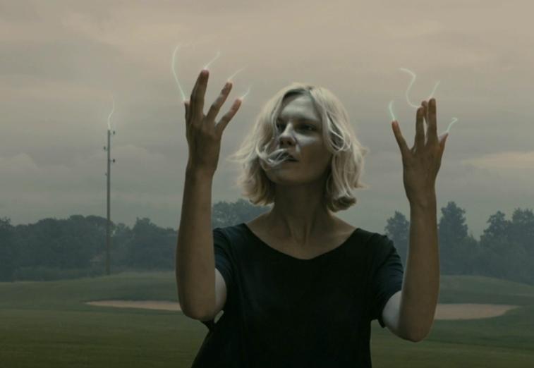 Kirsten Dunst, em Melancolia: dirigida por Lars von Trier