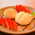 Mochi recheado de sorvete com morango